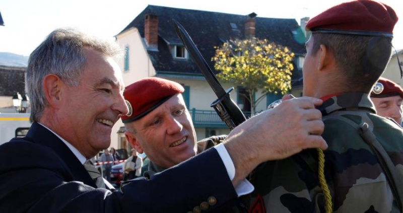 le 35e RAP organise, à Argelès-Gazost, sa cérémonie de remise de la fourragère aux nouveaux engagés volontaires du contingent de novembre. 2011_111