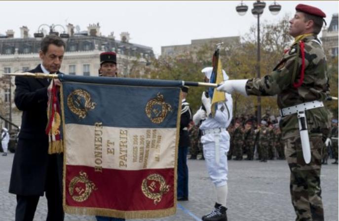 Décoration du drapeau du 1er R. C. P. 2011_126