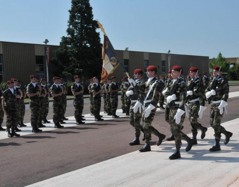 1er RTP:les jeunes recrues du 1er régiment du train parachutiste seront présentées à leur étendard  2012_016