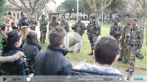 un groupe de combat du 1er RCP lourdement armé investit les jardins du Séminaire  2012_029