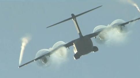 Derniers essais avec roulage sur l'eau de notre petit dernier l'A400M dit Grizzly 2012_040