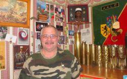 Bourse aux armes : Thierry Dauchy, des anciens de la Légion, sur le front 2012_055