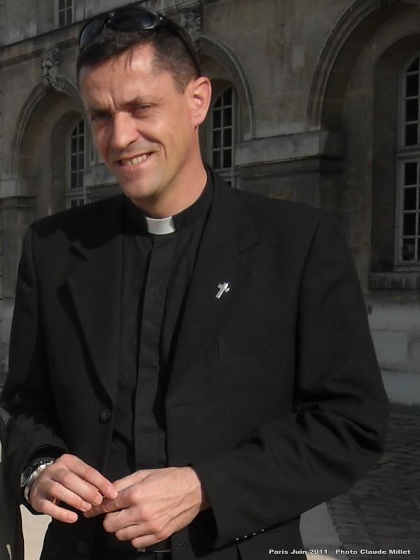 """un """"padre"""" catholique dénonce la """"déférence"""" envers l'Islam au sein de l'armée française - Page 3 29juin17"""