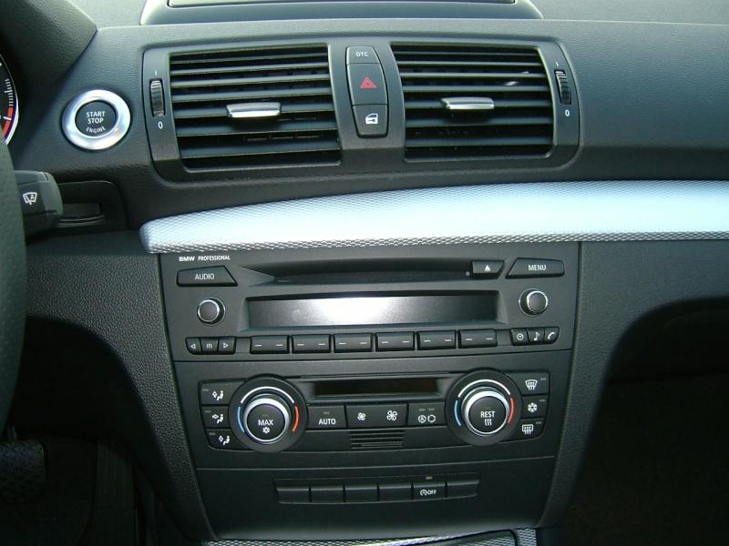 Quel poste equipe votre voiture, on vous ecoute - Page 7 Dscf4029
