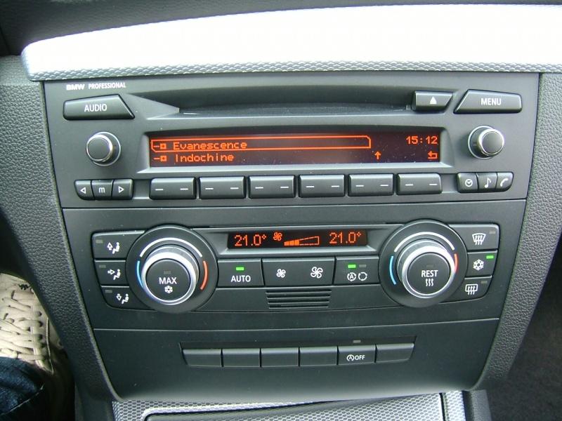 Quel poste equipe votre voiture, on vous ecoute - Page 7 Dscf4033