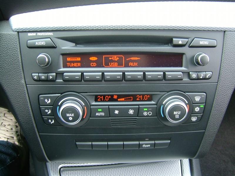 Quel poste equipe votre voiture, on vous ecoute - Page 7 Dscf4035