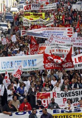 Un travail décent, réclament les syndicats Manif_12