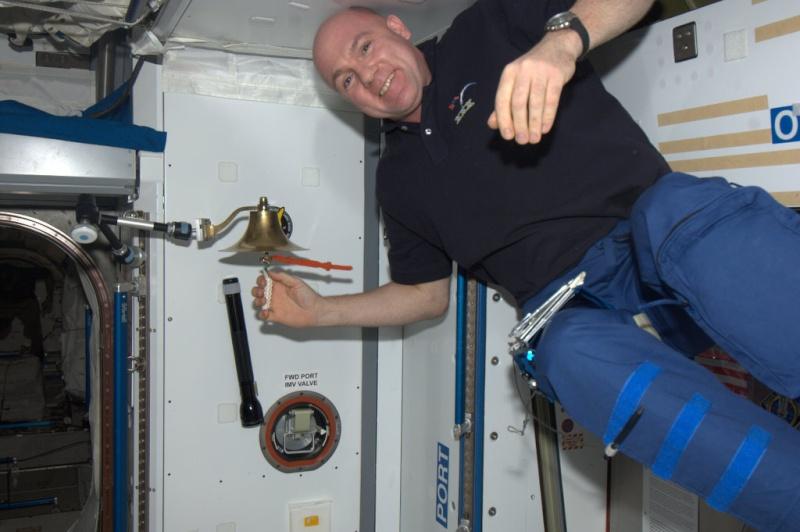 Recherche images de la cloche dans d'ISS 69012110