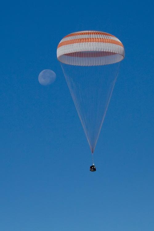 [Soyouz TMA-21] Retour sur terre le 16.09.2011. Img_4910
