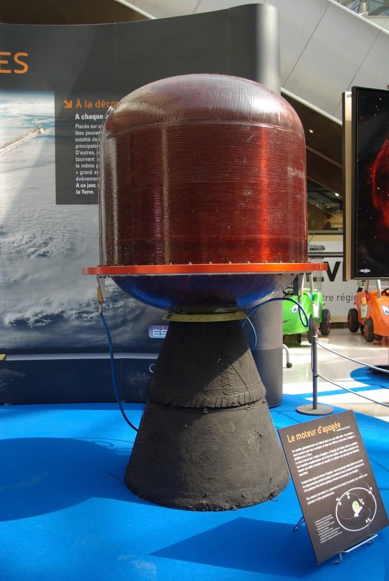 """Expo """"De la Terre aux Etoiles"""" + séance dédicace à EVRY2, le 31 mars 2012 Imgp8712"""