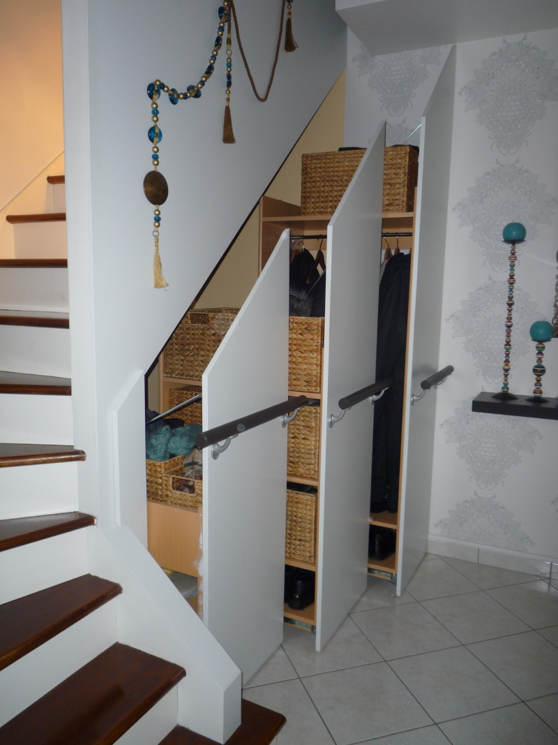 Comment organiser placard sous escalier en profondeur? P1020010