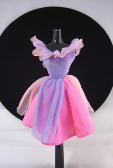 La collection de Barbies de Fairiescake :)  Gift_g12