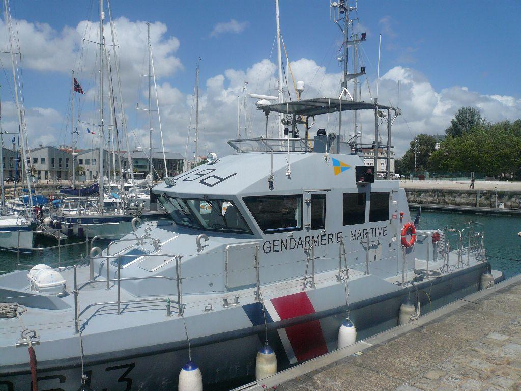 [ Divers Gendarmerie Maritime ] P613 Charente une VCSM de la Gendarmerie Maritime 342