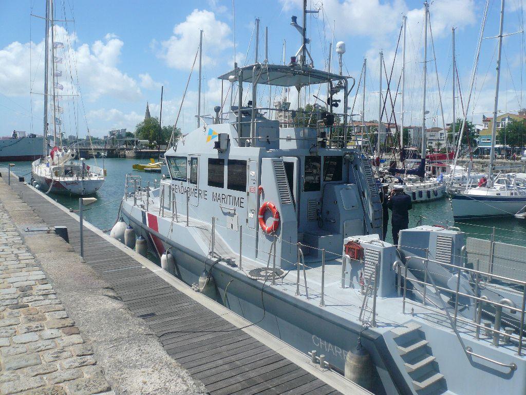 [ Divers Gendarmerie Maritime ] P613 Charente une VCSM de la Gendarmerie Maritime 429