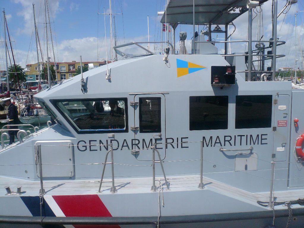 [ Divers Gendarmerie Maritime ] P613 Charente une VCSM de la Gendarmerie Maritime 527