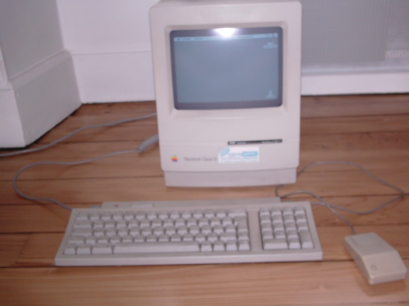 Macintosh Classic II Maccla10