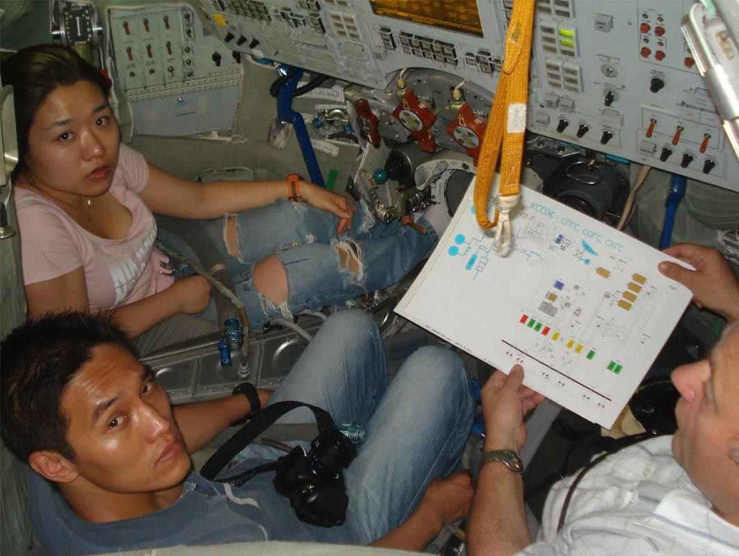So-Yeon Yi, la cosmonaute Sud-Coréenne ! - Page 4 Jeans10