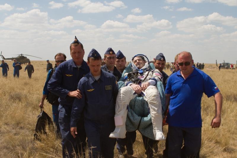 TMA-03M: Lancement, amarrage et retour sur terre. - Page 5 Pettit10