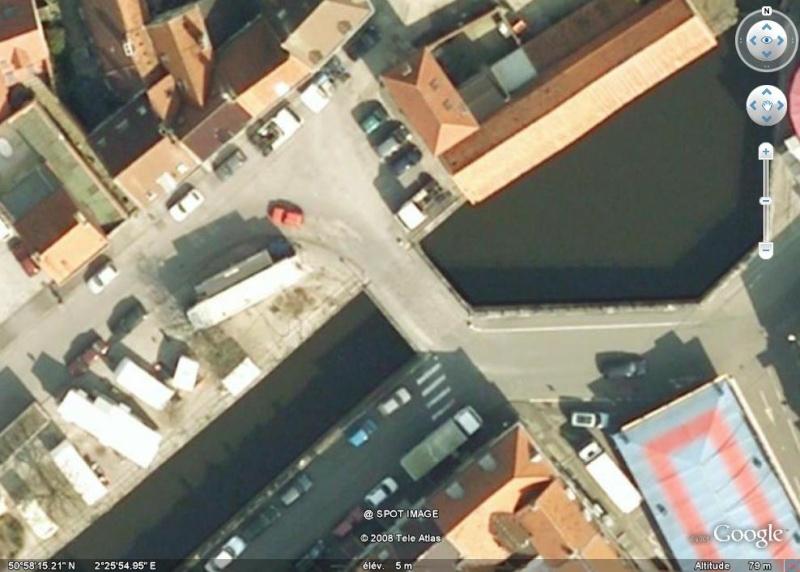 Danny Boon et Kad ont uriné ici (Bergues, France) Bergue10