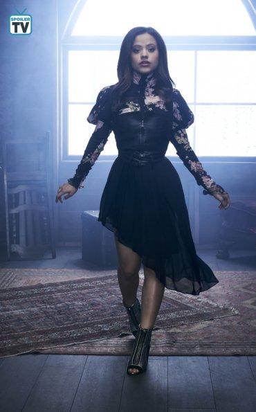 Le reboot de Charmed  Djywoe10