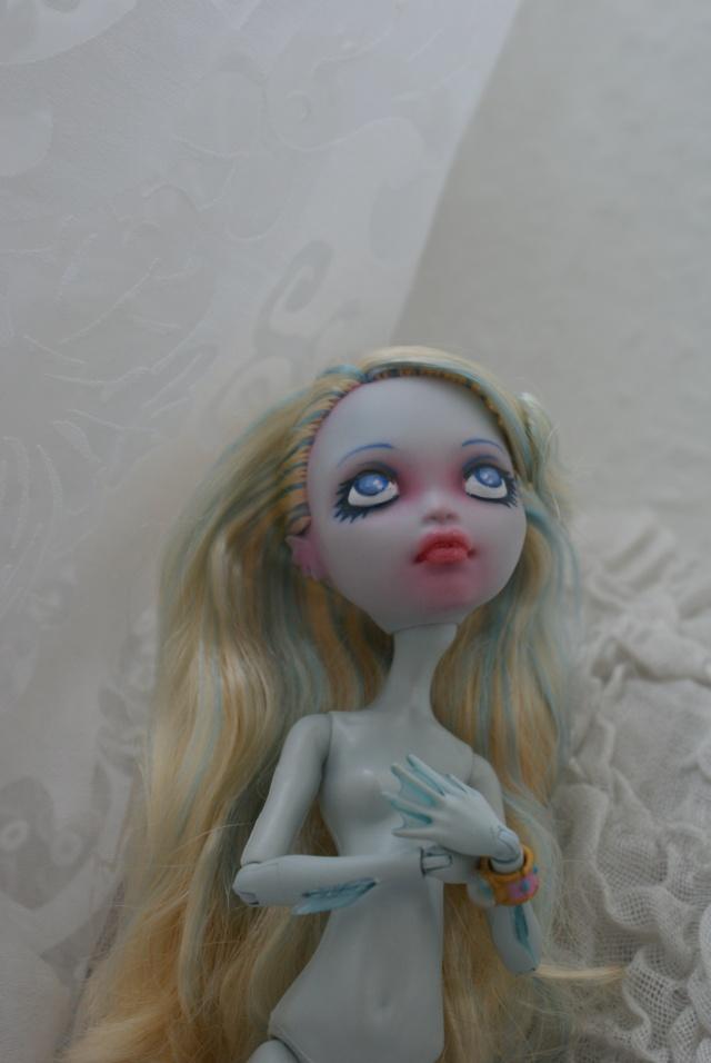Naissance d'Abysse [Monster High Lagoona repaint]. Dsc05423