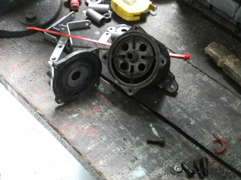 L'intérieur de la pompe à vide Dscn0518