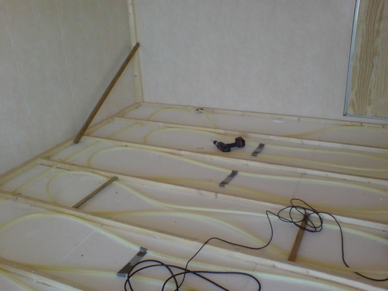 Varme i gulv fast fortelt/spikertelt Dsc02215
