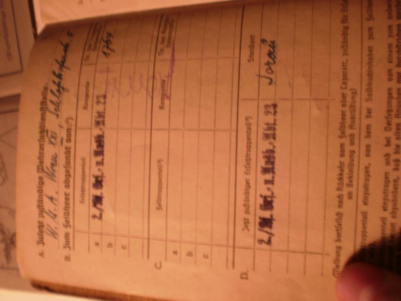 Soldbuch très complet + papiers divers P4170129