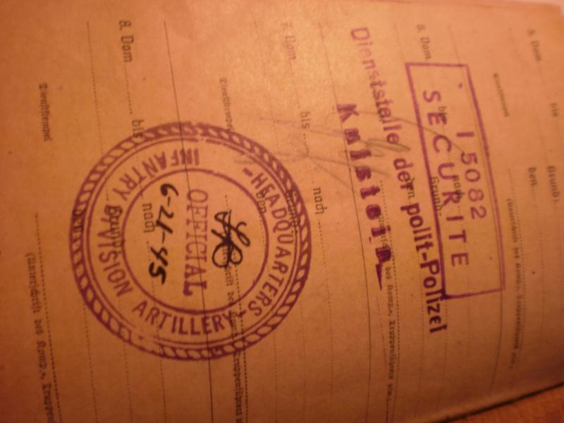 Soldbuch très complet + papiers divers P4170131