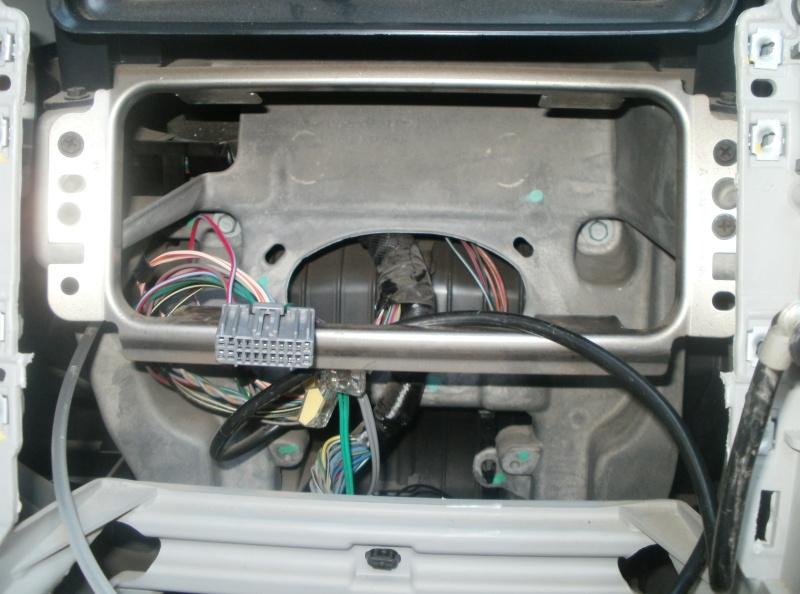Installation d'un lecteur DVD - GPS  P8270210
