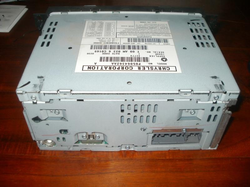 Installation d'un lecteur DVD - GPS  P8270211