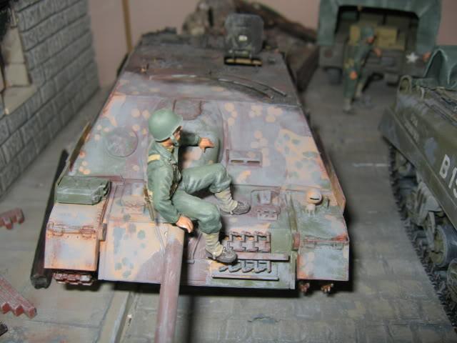 Sherman M4A1 Italeri - GMC CCKW 353 Heller - Dodge M6 Italeri - Jagdpanzer IV L/70 Italeri tout au 1/35e Allema14