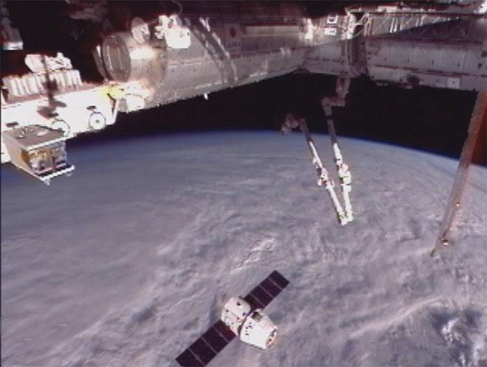 SpaceX / COTS-2: Lancement et suivi de la mission. - Page 14 Aaa83