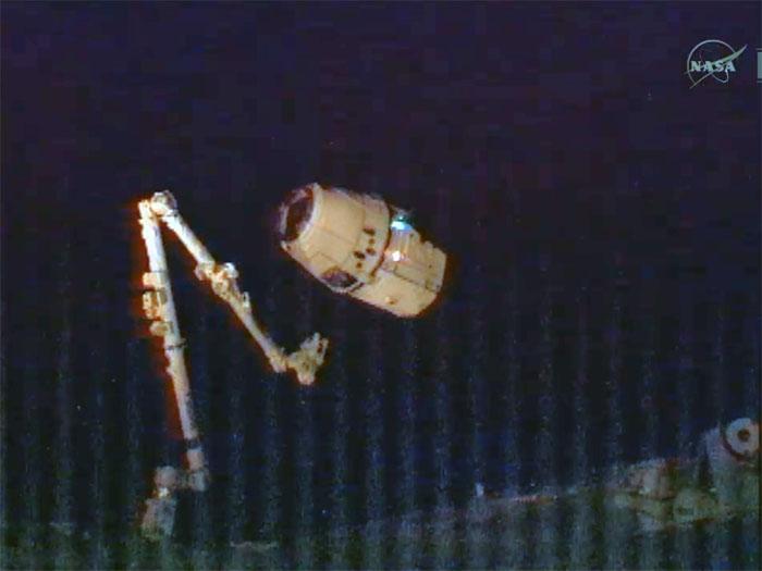 SpaceX / COTS-2: Lancement et suivi de la mission. - Page 14 Aaa86