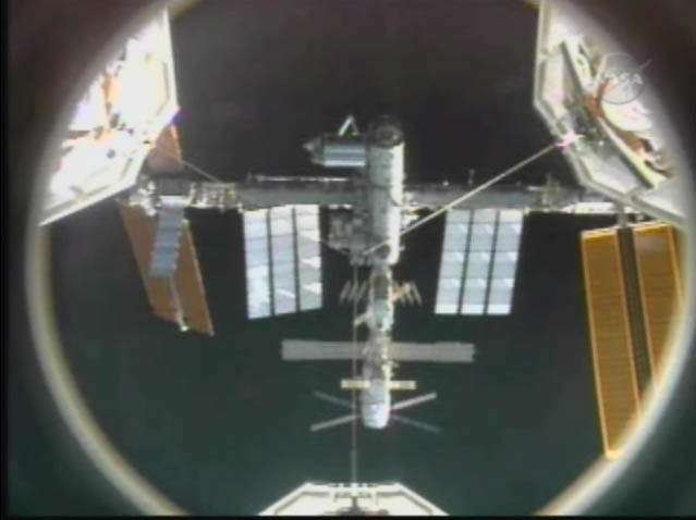 [STS124-Discovery] L'amarrage Temp221
