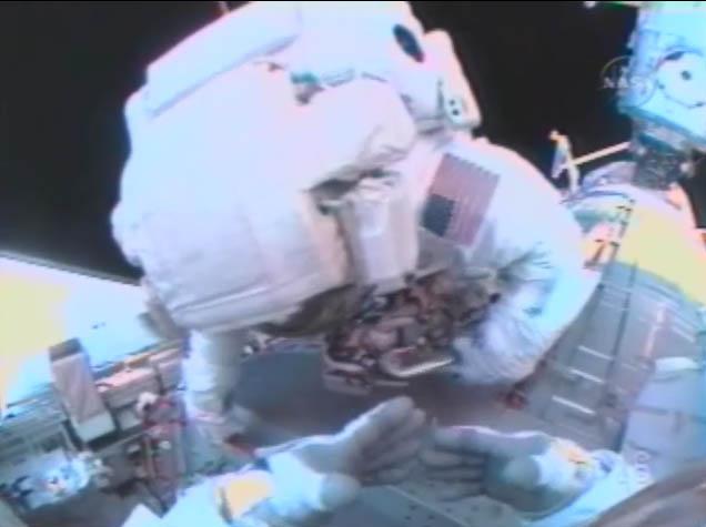[STS-124 / ISS 1J] : EVA 1 - Page 2 Temp318