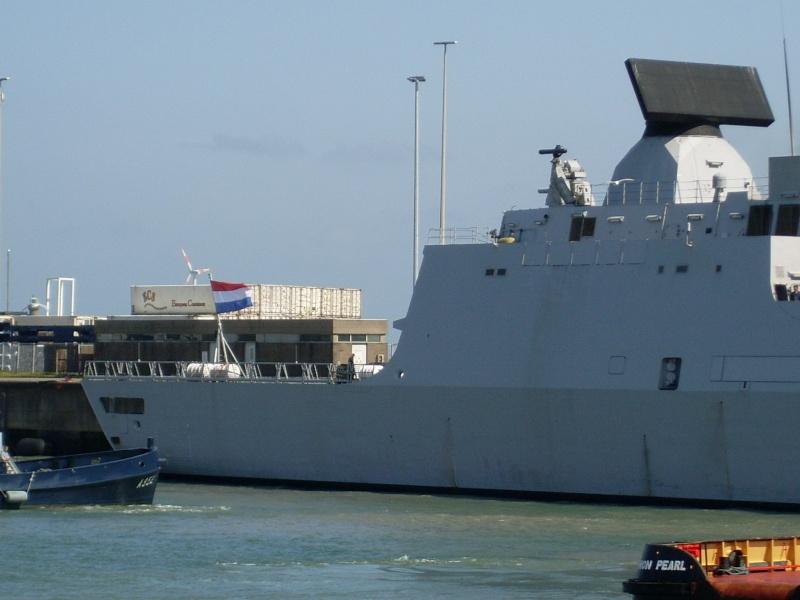 L'Amiral Robijns part à la retraite le 30.06.2011 Sl374210