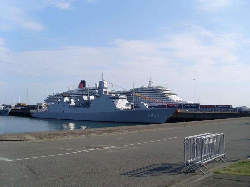 L'Amiral Robijns part à la retraite le 30.06.2011 - Page 2 Sl374211