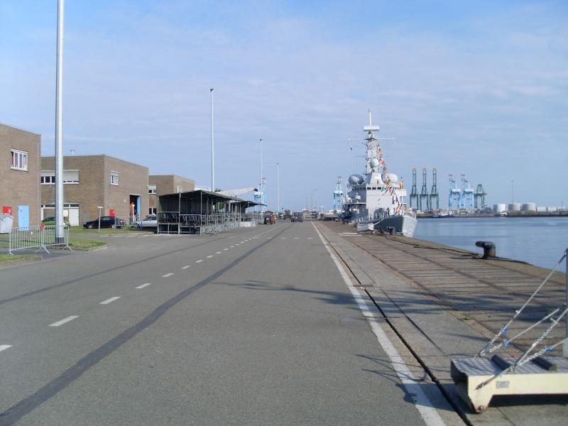 L'Amiral Robijns part à la retraite le 30.06.2011 - Page 2 Sl374216