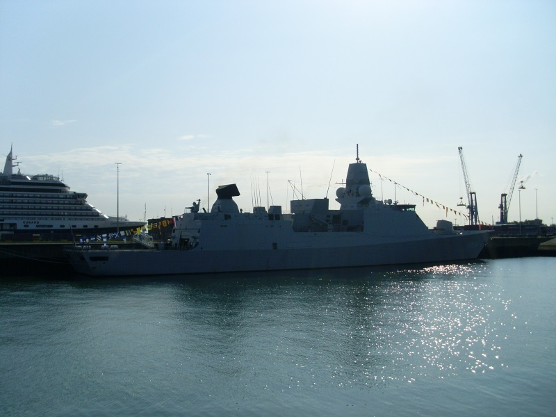 L'Amiral Robijns part à la retraite le 30.06.2011 - Page 2 Sl374218