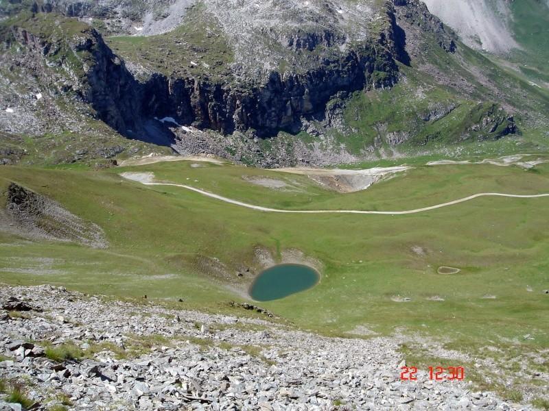 Balade sur la ligne de crête entre Tignes et Val - Page 2 Dsc04918