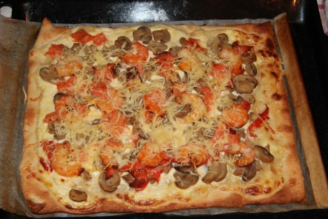 Pizza au saumon fumé et crevettes. 19_10214