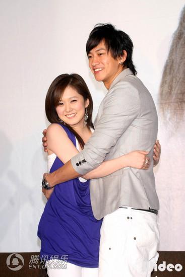 2 May '08 Nara launched CD; Peter gave a hug 08_05_12