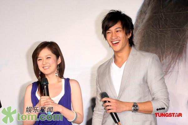 2 May '08 Nara launched CD; Peter gave a hug 08_05_16