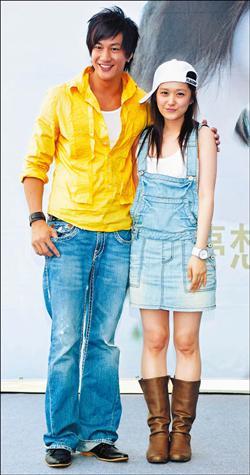 2 May '08 Nara launched CD; Peter gave a hug 08_05_18