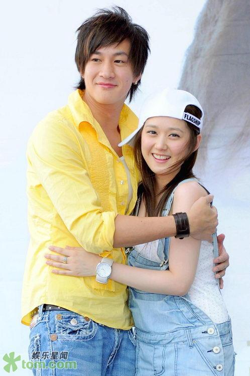 2 May '08 Nara launched CD; Peter gave a hug 08_05_19