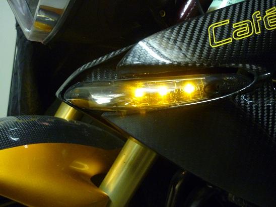Clignotant AV à LED sur les TNT Clogno10