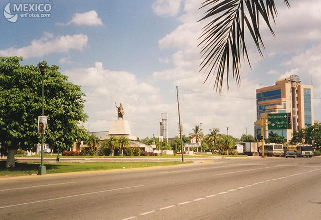 [Mexique] - L'avenida Insurgentes, Mexico, plus longue avenue du monde Mx121810