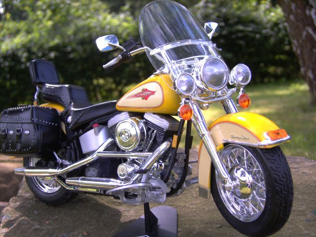 Revell 07977-Harley Davidson Heritage Softail Classic FERTIG F112