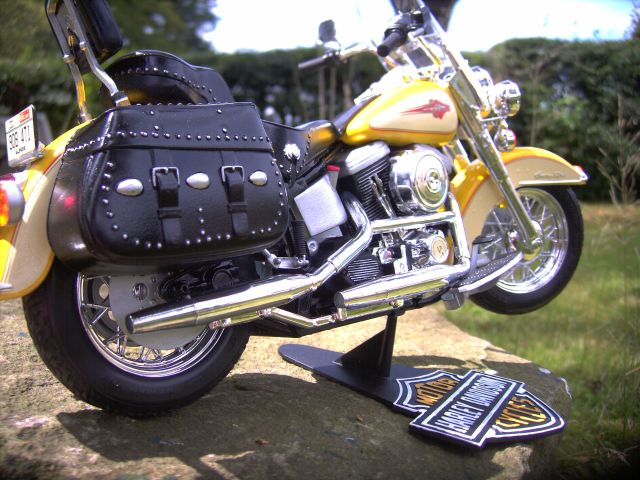 Revell 07977-Harley Davidson Heritage Softail Classic FERTIG F312